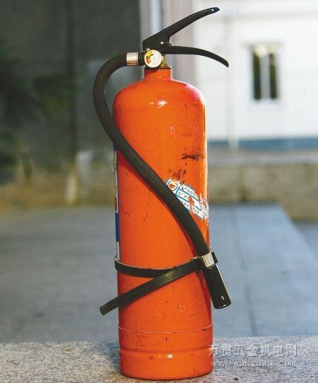 干粉灭火器最常用的开启方法为压把法.