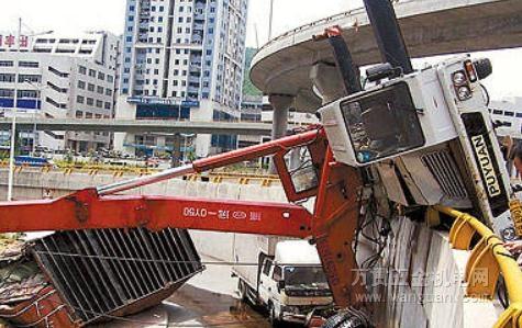 吊车事故分析篇一 吊车翻车事故