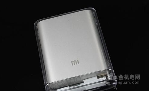 电气类外包装设计图-小米移动电源的外壳采用了与Macbook笔记本类似的铝合金外壳设计,