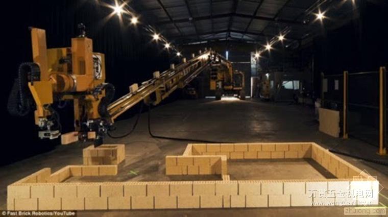 世界首台全自动砌砖机器人面世 两天内砌完一栋房子