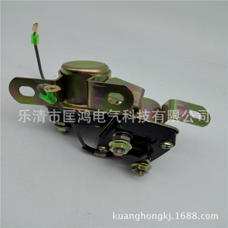 马达继电器153货车大功率继电器 启动继电器 安装继电器时,继电器的外壳一定要搭铁,可以固定在起动机上面,也可以固定在发动机和车架上面,总之搭铁一定要好,否则无法起动。详细说明 起动继电器长期工作电流是50A 瞬间电流是100A 额定电压是12VDC/24VDC 起动继电器作用就是起动电机工作时,需要有很大的电流.