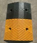 鹏翔瑞梯型橡胶减速带 减速垄价格 道路减速板厂家