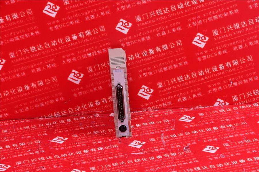 本设计的温度采集电路如图2所示,在p6口的1,3引脚接热电偶传感器