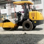 供应三吨半单钢轮压路机 柴油振动压路机厂家直销