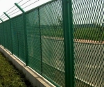 钢板网状护栏,菱形网状护栏,网状围墙,钢板网状护栏